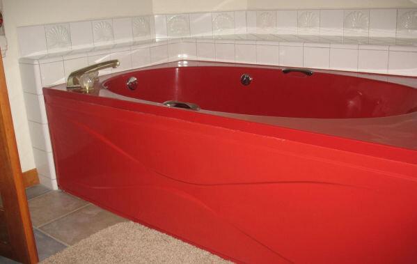красная ванна с экраном