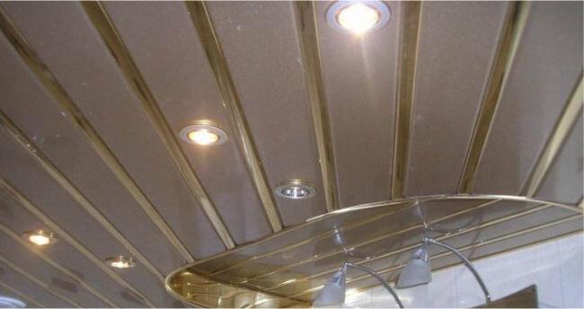 точечные светильники в реечном потолке