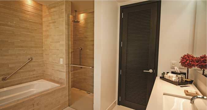 поручень для ванной на стене